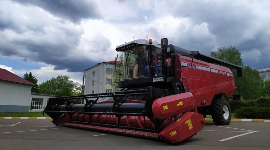 «Гомсельмаш» передал БГСХА зерноуборочный комбайн
