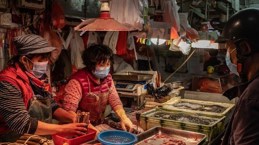 В Китае выяснили, что коронавирус с рынка Пекина оказался старше европейских штаммов