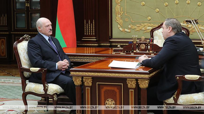 Лукашенко обсудил с Караником готовность к возможной второй волне пандемии с учетом избранного Беларусью пути