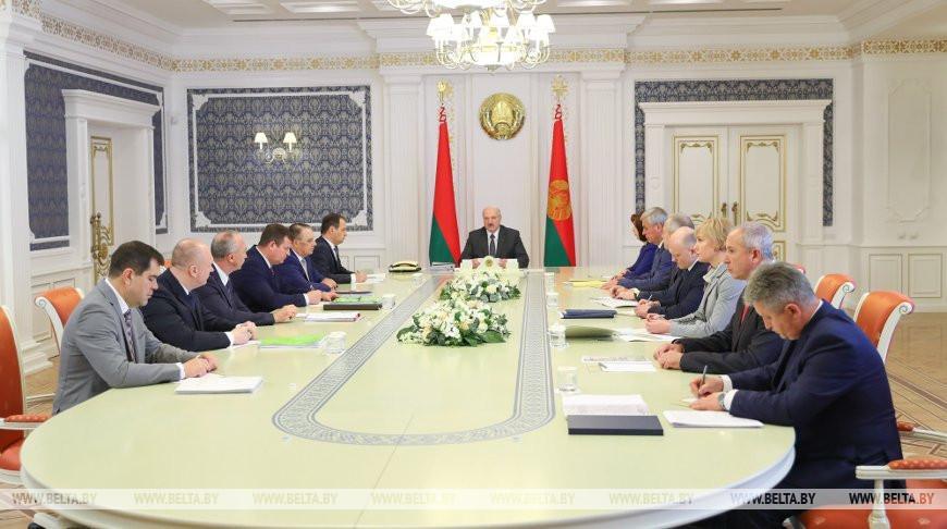 «Не нужно цепляться к людям по мелочам» — Лукашенко об изменении административного законодательства