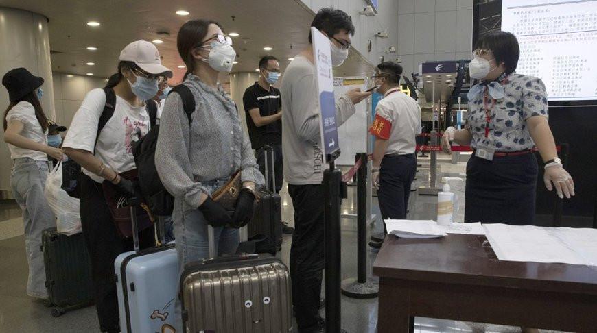 Пекин для сдерживания COVID-19 ужесточает ограничения на передвижение