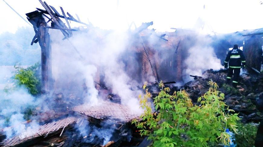 В Наровле сгорел дом