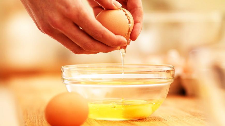 Очень опасно. Эксперты рассказали, что ни в коем случае нельзя делать при готовке яиц