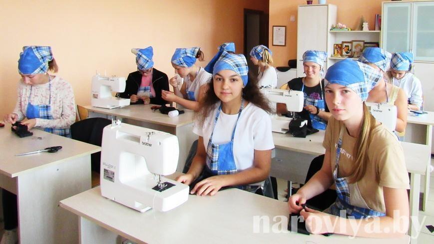 Молодежь трудится на благо родной школы