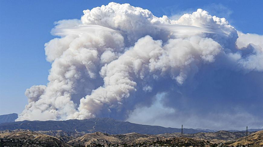 В Калифорнии природный пожар охватил площадь в 4 тыс. га, идет эвакуация
