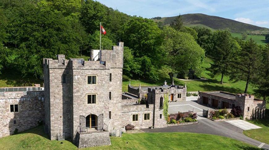 В Великобритании продают замок с драконом