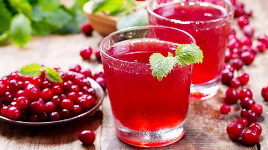 Медики рекомендуют в жару ограничить употребление алкогольных и сладких газированных напитков
