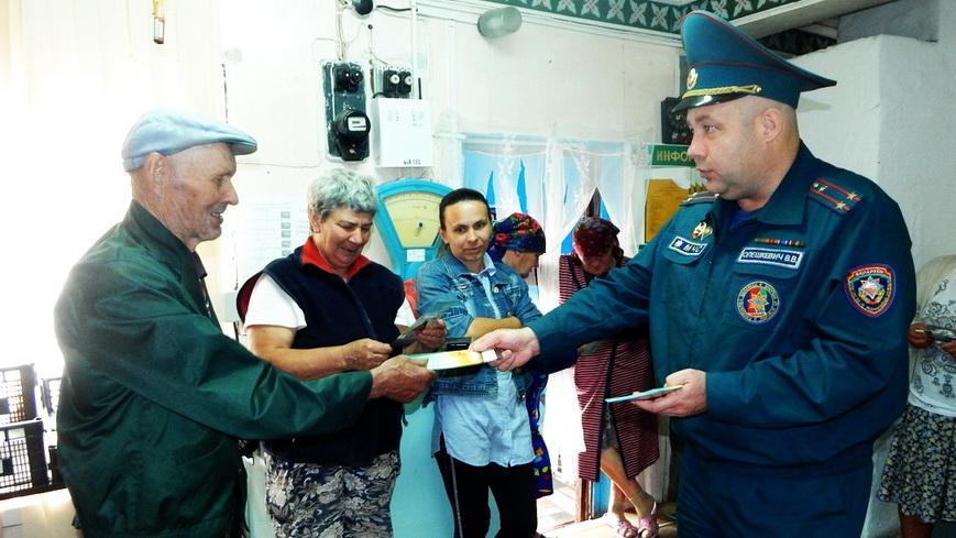 Наровлянские спасатели провели встречи с населением в Головчицком сельсовете