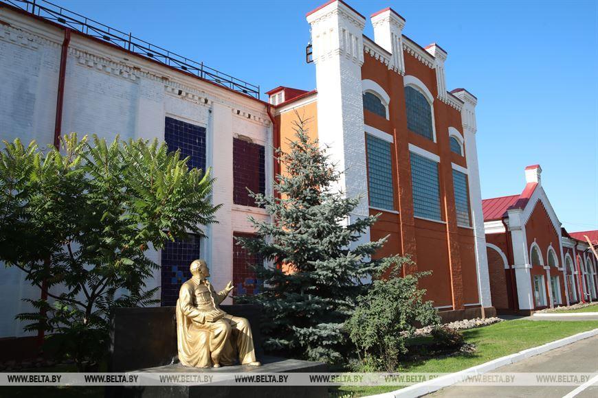 ФОТОФАКТ: Первая в Беларуси бумажная фабрика в Добруше отмечает юбилей