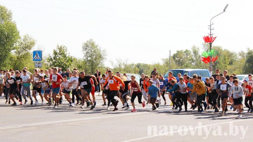 В Наровле прошел легкоатлетический кросс «Мы — белорусы»