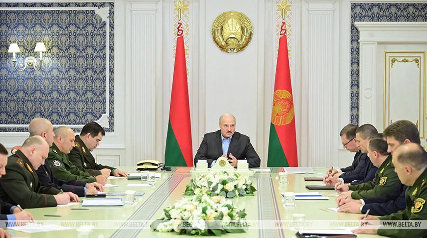 Ситуация на западной границе и общественно-политическая обстановка обсуждены на совещании у Лукашенко