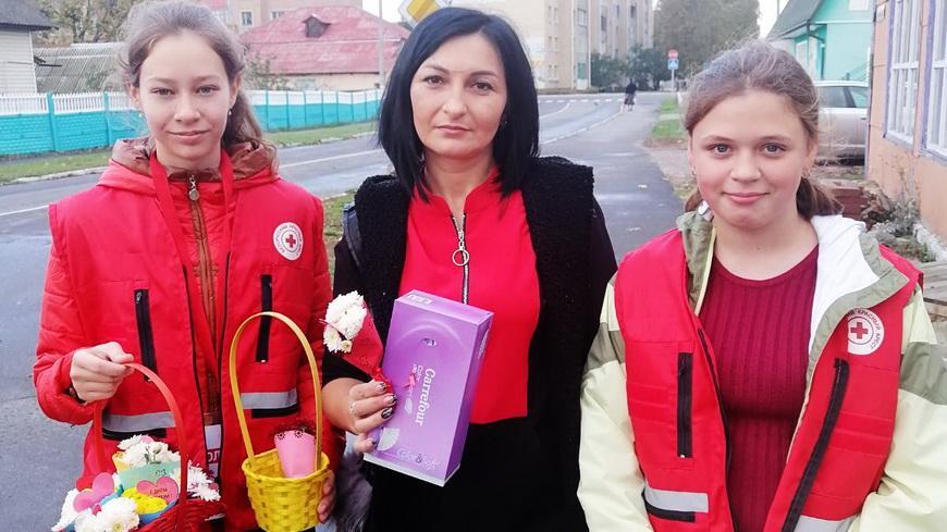 Волонтеры Красного Креста поздравили мам