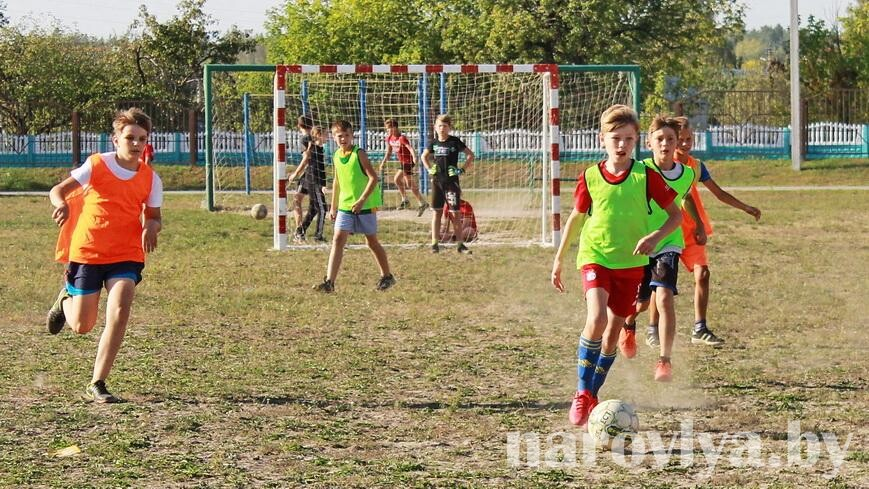 В Наровле определили победителей турнира по футболу «Кожаный мяч»