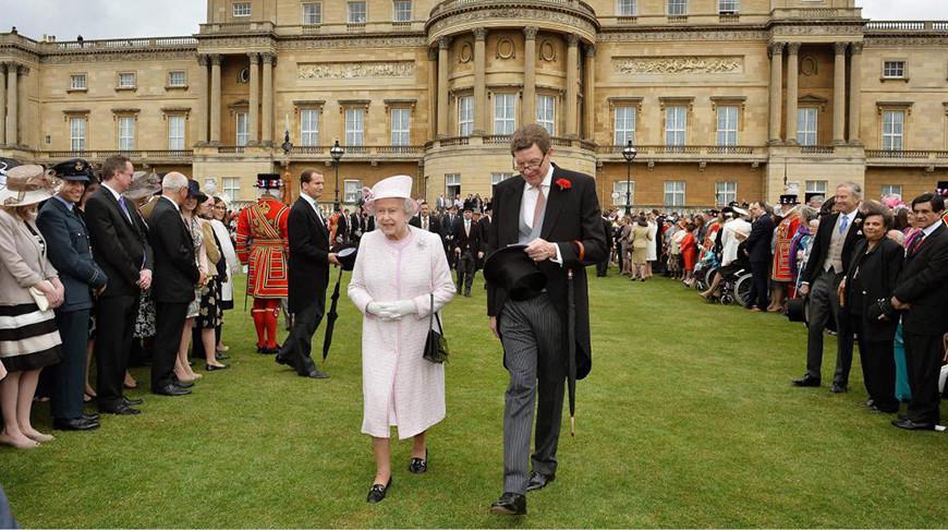 Королева Елизавета II отменила приемы в Букингемском дворце