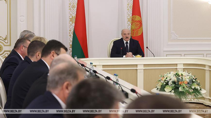 Президент провел совещание по актуальным вопросам