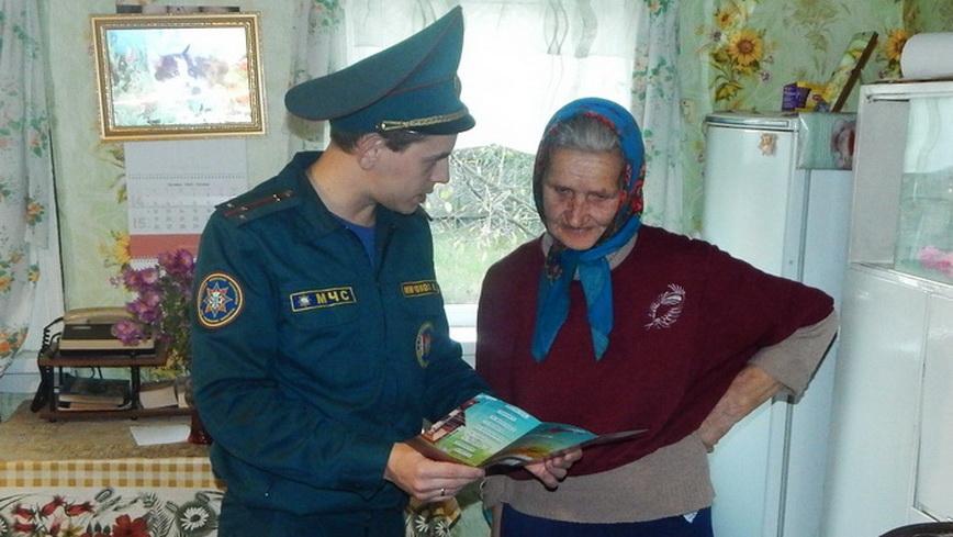 Наровлянские спасатели напомнили пенсионерам о безопасности