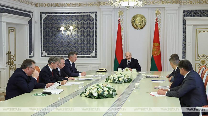 Экспорт, зарплаты и важнейшие инвестпроекты — Лукашенко провел совещание по развитию деревообработки