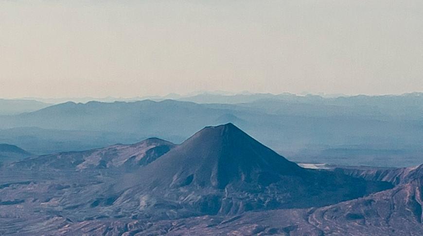 Вулкан Карымский на Камчатке выбросил столб пепла на высоту 6 км