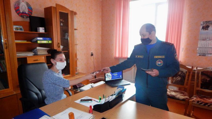 Наровлянские спасатели напомнили трудовым коллективам о правилах безопасности