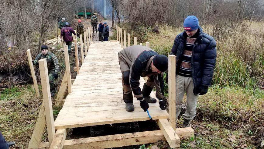 Работники спецлесхоза навели порядок на партизанской стоянке