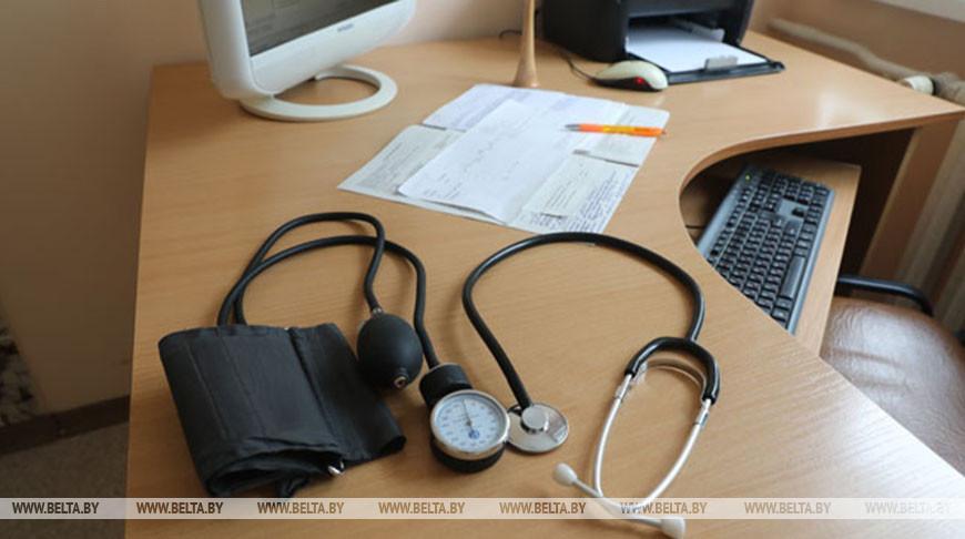 Фельдшеры и помощники врача смогут выдавать больничные в период эпидемии