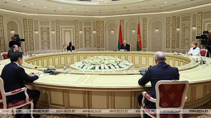 Лукашенко дал интервью СМИ Беларуси и ближнего зарубежья