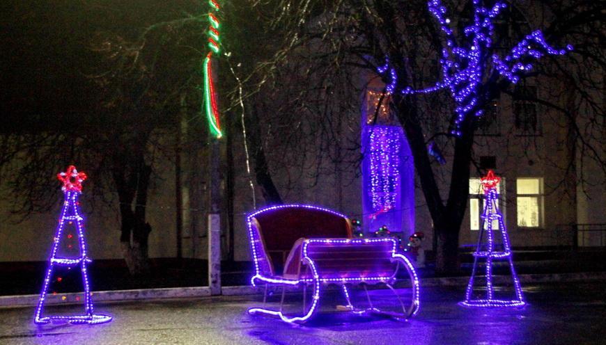 ФОТОРЕПОРТАЖ. Посмотрите, как украшена Наровля к Новому году