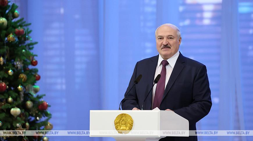 Лукашенко: люди, дарящие доброту и теплоту нуждающимся, стали образцом белорусской нации