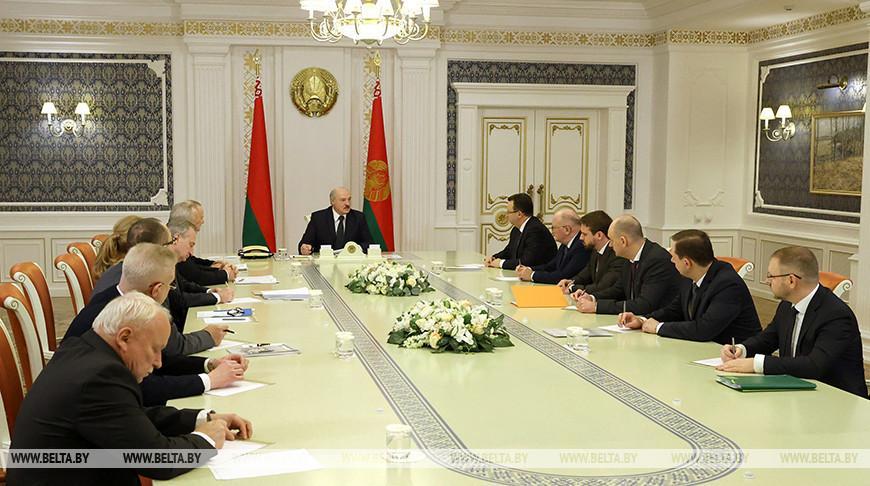 Видео. Лукашенко провел совещание по вопросам разработки вакцин