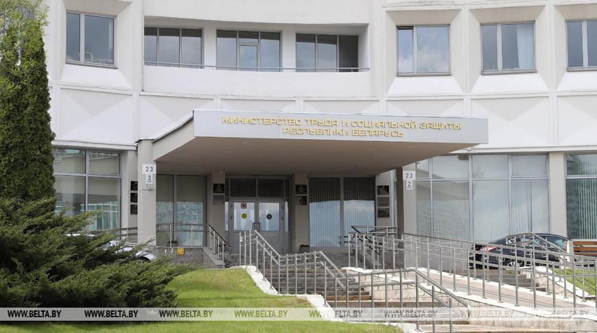 Три дня без больничного, самоизоляция для работников — Минтруда разъяснило новшества в указе №143