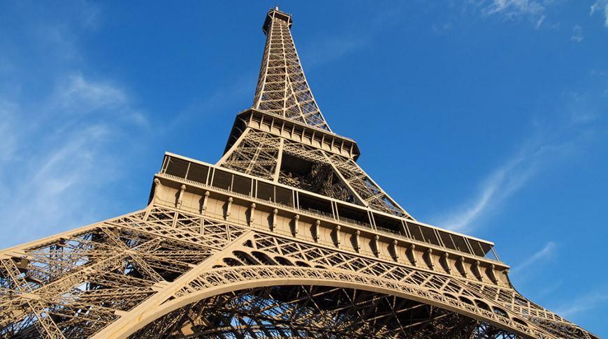 Один из пролетов лестницы Эйфелевой башни продали на аукционе