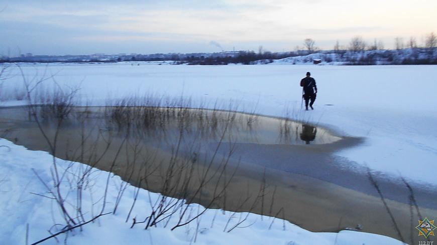 Рыбак на Припяти провалился под лед