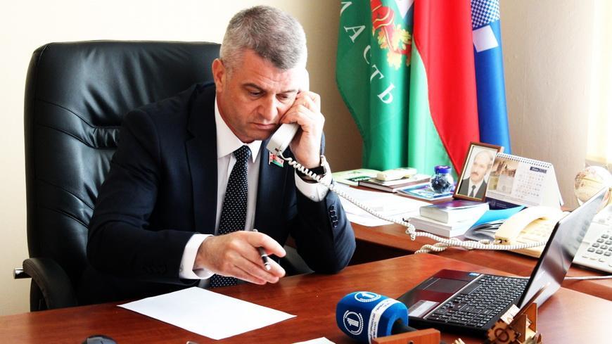 Председатель областного объединения профсоюзов Алексей Неверов провел прямую линию