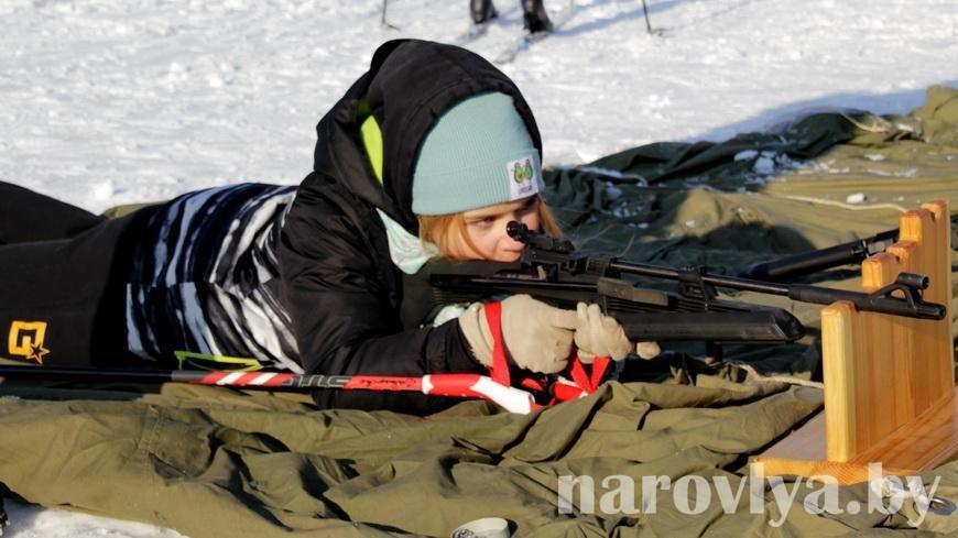 В Наровле прошли соревнования по биатлону «Снежный снайпер»
