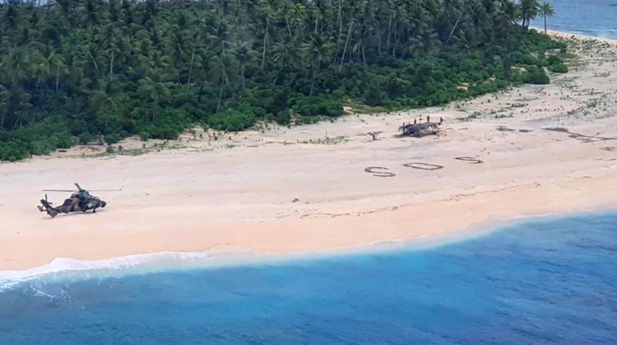 Трех человек спасли с необитаемого острова