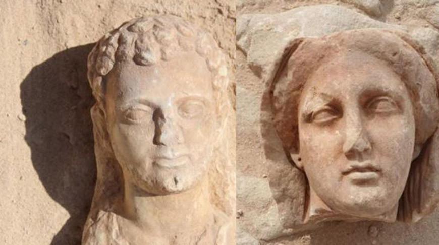 В Египте обнаружили высеченные в скалах гробницы с мумиями