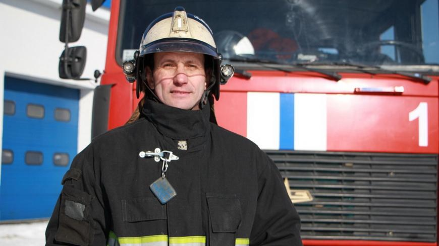 У спасателя из Наровли Владимира ЕВМЕНОВА 17 лет работы в МЧС, 75 боевых выездов, 6 спасенных жизней