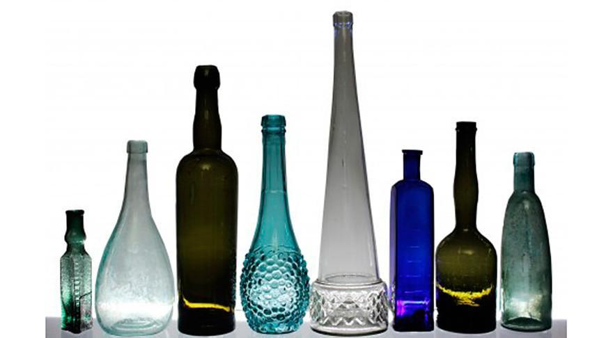 Коллекцию старинных бутылок представляют на выставке в Гомеле