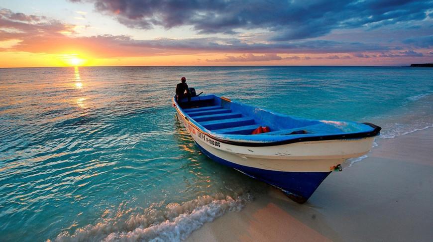 Англичанин в 70 лет на лодке переплыл Атлантический океан