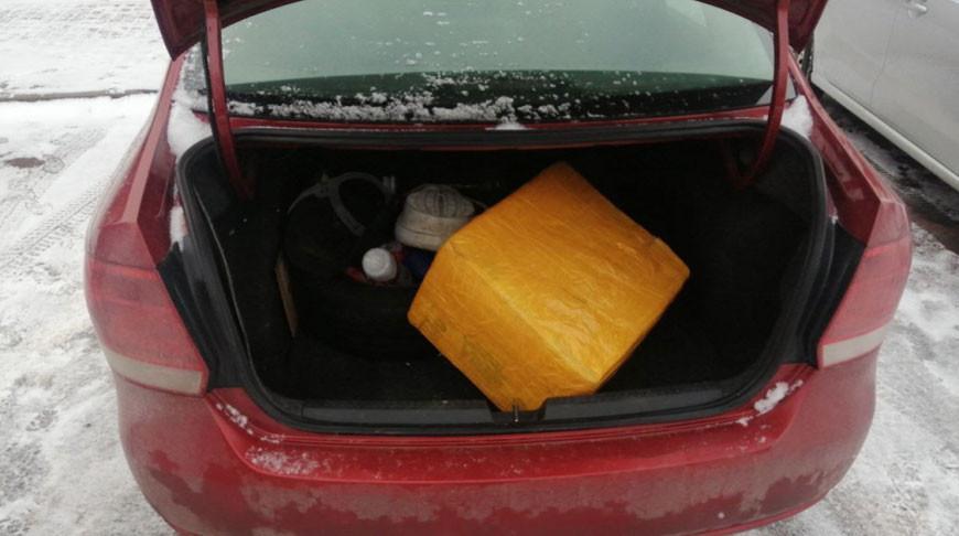 Гомельчанин перевозил в такси 30 кг насвая