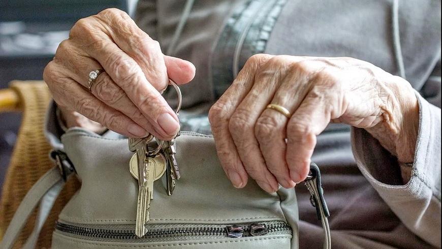 Как пожилому человеку воспользоваться услугой рента