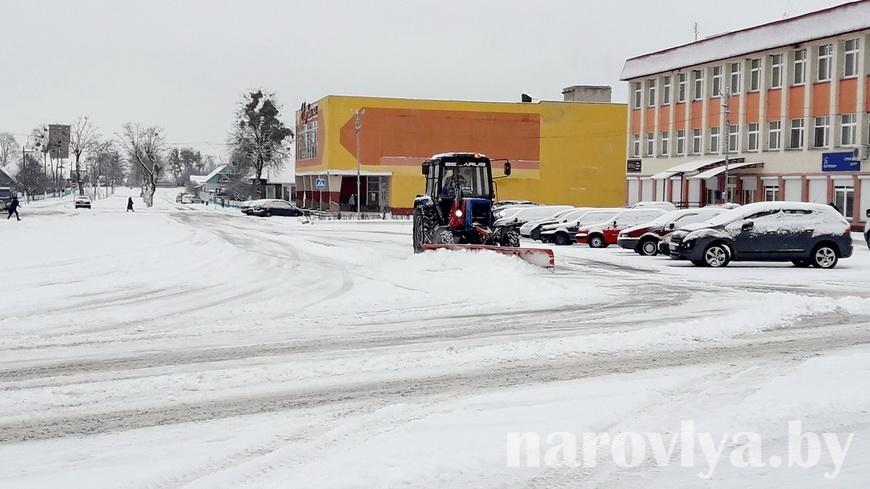 Не препятствуйте снегоуборочной технике, не оставляйте авто на дороге!