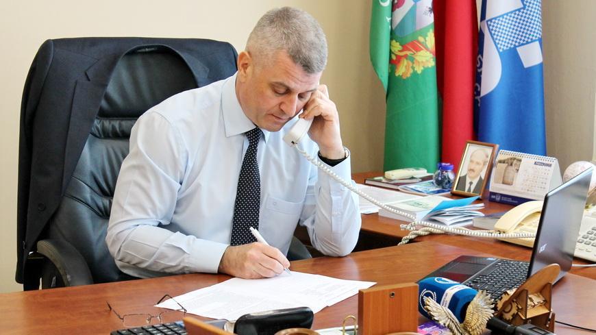 Сенатор, председатель областного объединения профсоюзов Алексей Неверов провел прямую линию и прием граждан
