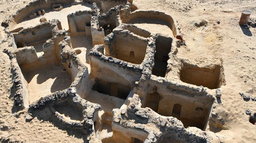 В египетской пустыне обнаружили руины древнего монастыря