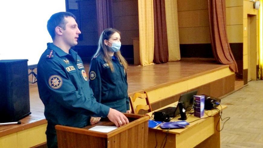 Наровлянские спасатели встретились с учащимися лицея
