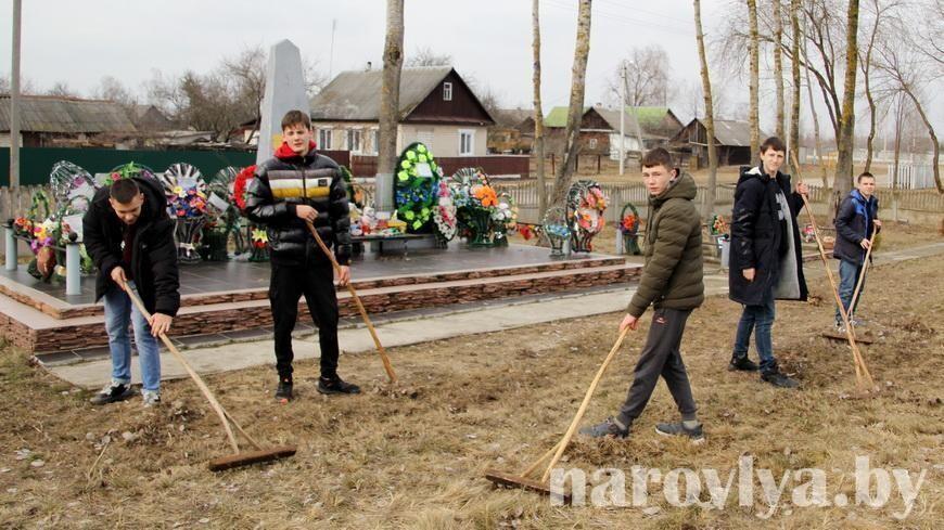 Первый #СубботникПамяти провели наровлянские лицеисты