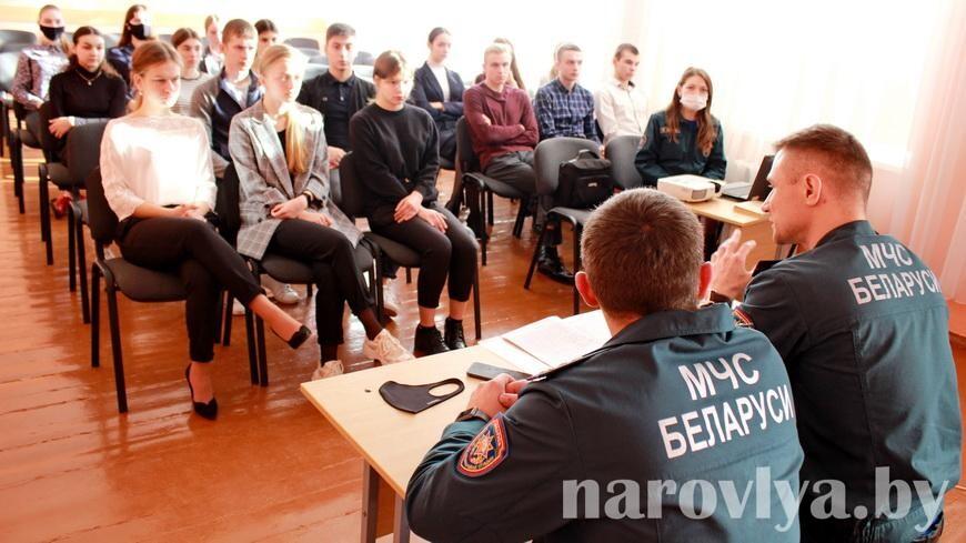 Спасатели ознакомили гимназистов со службой в МЧС