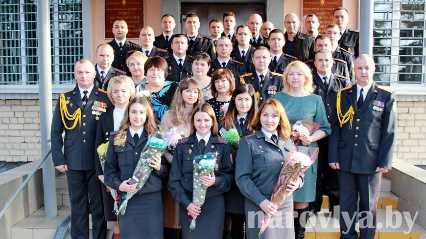 В Наровле милиционеров поздравили праздничным концертом