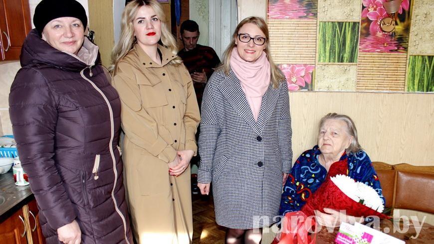 В Наровле поздравили женщину-ветерана с 8 Марта!