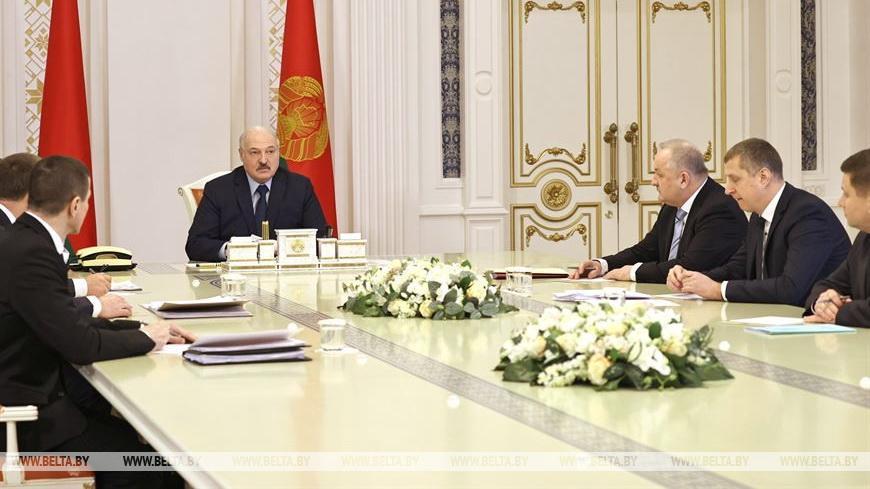 Решения на стыке двух миров — на совещании у Лукашенко обсудили IT и финансы